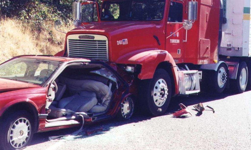 El Mejor Bufete Legal de Abogados de Accidentes de Semi Camión, Abogados Para Demandas de Accidentes de Camiones West Covina California
