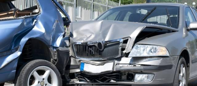 Consulta Gratuita en Español Cercas de Mí con Abogados de Accidentes y Choques de Autos y Carros en West Covina California