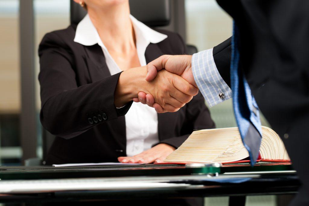 La Mejor Firma Legal de Abogados en Español de Acuerdos en Casos de Compensación Laboral, Mayor Compensación de Pago Adelantado en West Covina California